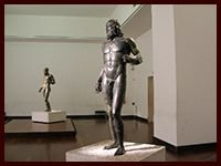 Guida Turistica di Reggio Calabria centro by MuseoRooms.it Bronzi di Riace Bronzes Warriors Guest House Via Marina Reggio Calabria_compressed